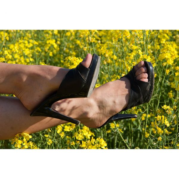 hohe-schuhe-im-sommer-unsere-tipps-fuer-heisse-tage-1
