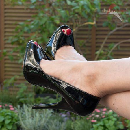 Peeptoes: Zehenfreie Schuhe mit unterschiedlichen Absatzhöhen
