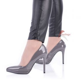 Graue Lack Pumps - PU330016