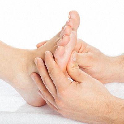 Gönnen Sie sich eine Fußmassage für sexy Füße
