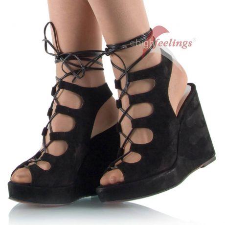 Unterschiedliche Absatzformen bei hohen Schuhen: Keilabsatz